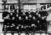 Футбольная команда средней школы Оук Парк, Э. Хэмингуэй (третий справа в первом ряду), 1915 г.