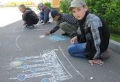 Рисуют мальчишки