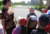 Ведущий библиотекарь отдела детской литературы Ершова С.В. проводит с ребятами литературную викторину