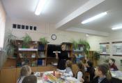 Юлия Долганова проводит мастер-класс «Папирус из бумаги своими руками»