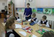 Ольга Хоменко проводит мастер-класс «Книга-веер своими руками»