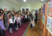 Театрализованное открытие выставки детского рисунка «Книга дарит мечту»