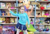Юная читательница отдела детской литературы