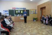 Ведущий библиотекарь С. Ершова проводит литературную викторину