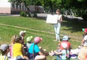 Сотрудник отдела детской литературы О.В. Хоменко проводит игру «Найди ошибку»