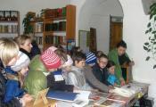 Л. С. Гуделева знакомит детей с книгами