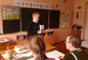 Библиотекарь С.Б. Васильева рассказывает о книге Я. Ларри
